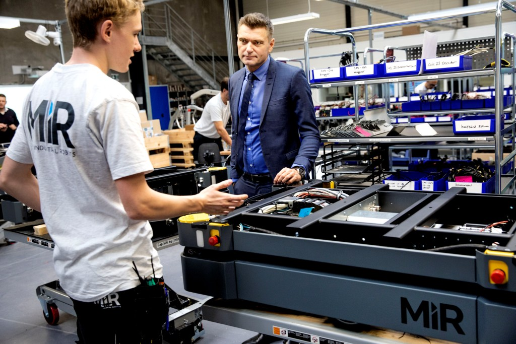 Premiera MiR1000; AI w nawigacji; wdrożenia na całym świecie; program leasingowy; MiR Academy  – Mobile Industrial Robots podsumowuje rok