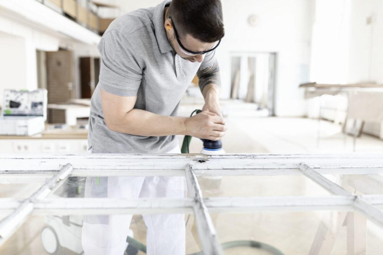 Nowy blask starych ram okiennych i okiennic z drewna Nowoczesna i zrównoważona renowacja okien z Festool