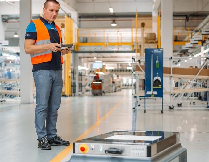 Firmy motoryzacyjne, elektroniczne, FMCG i logistyczne dostrzegają potencjał autonomicznych robotów mobilnych w zakresie optymalizacji kosztów, bezpieczeństwa i jakości