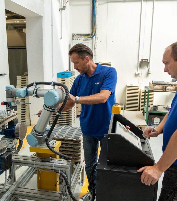 Co może cobot? Universal Robots prezentuje przegląd zastosowań robotów współpracujących
